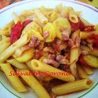 Penne con Pancetta Zucchine e Pomodorini
