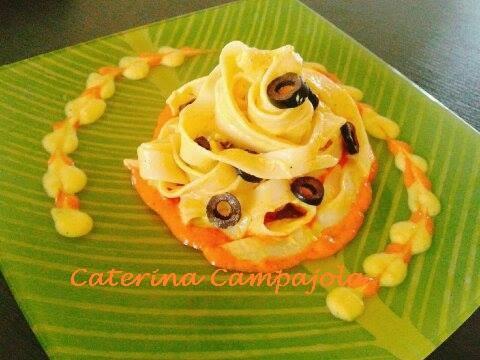 Tagliatelle con Crema di Peperoni e Olive