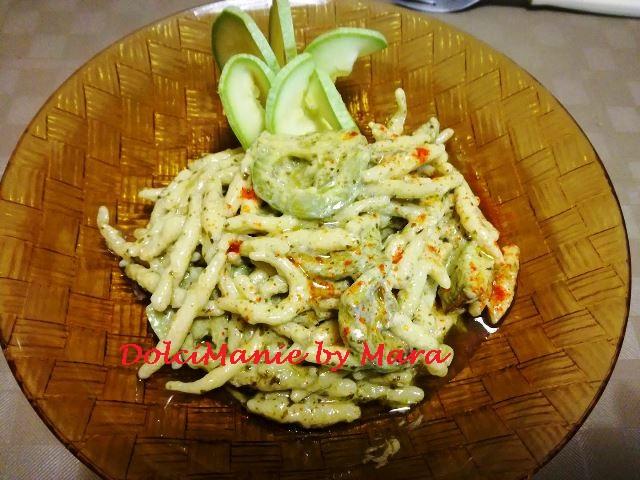 Pasta con Panna Pesto e Zucchine (trofie fresche)