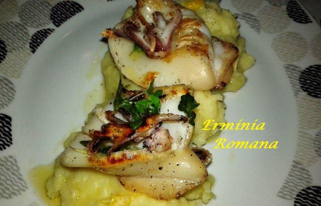 calamari piastrati su crema di patate agli agrumi