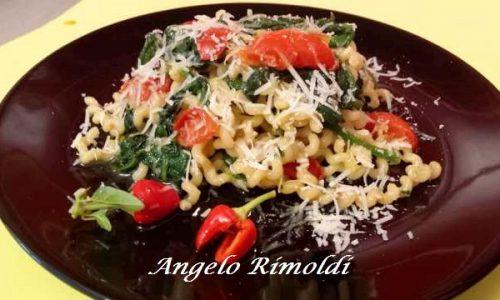 Fusilli Napoletani con Spinaci e Pomodorini