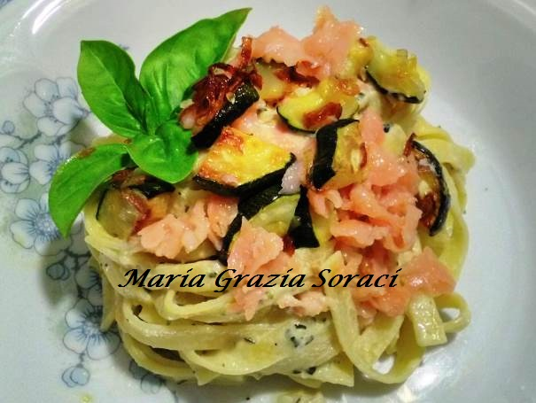 tagliatelle in crema di zucchine e salmone