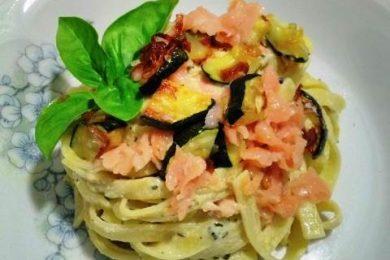 Tagliolini con Crema di Zucchine e Salmone