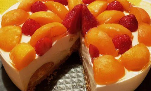 Cheesecake con Yogurt Albicocche e Fragole