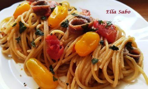 Spaghetti Integrali con Acciughe Pomodorini e Peperoncino