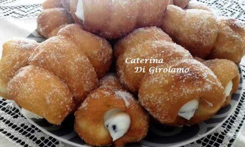 Cartocci Siciliani con Crema di Ricotta
